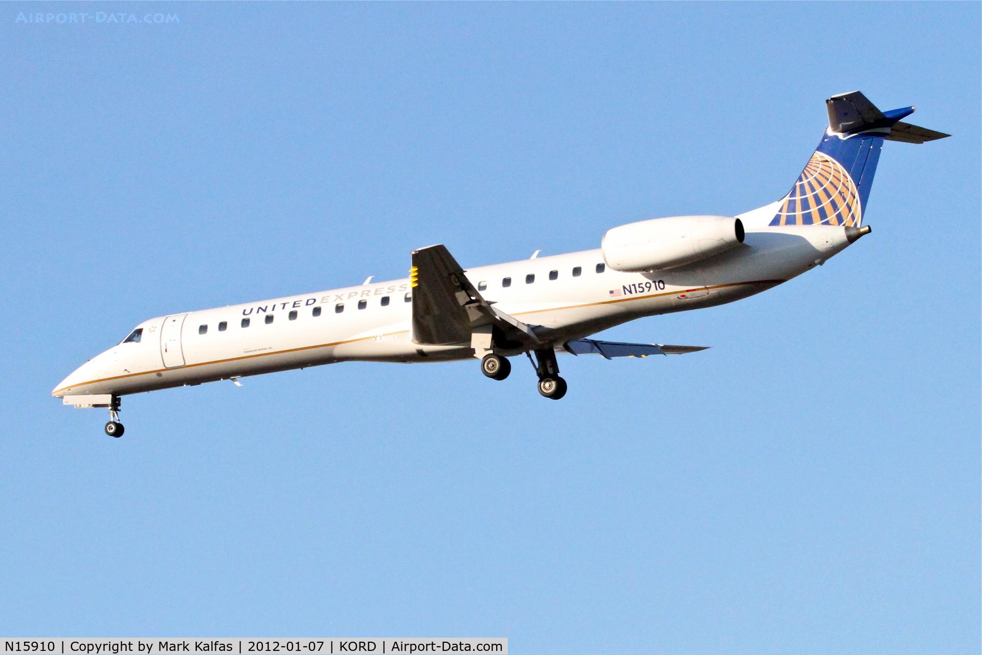 N15910, 2001 Embraer EMB-145LR C/N 145455, ExpressJet/United Express Embraer EMB-145LR, ASQ5853 arriving from KBVT, RWY 28 approach KORD.