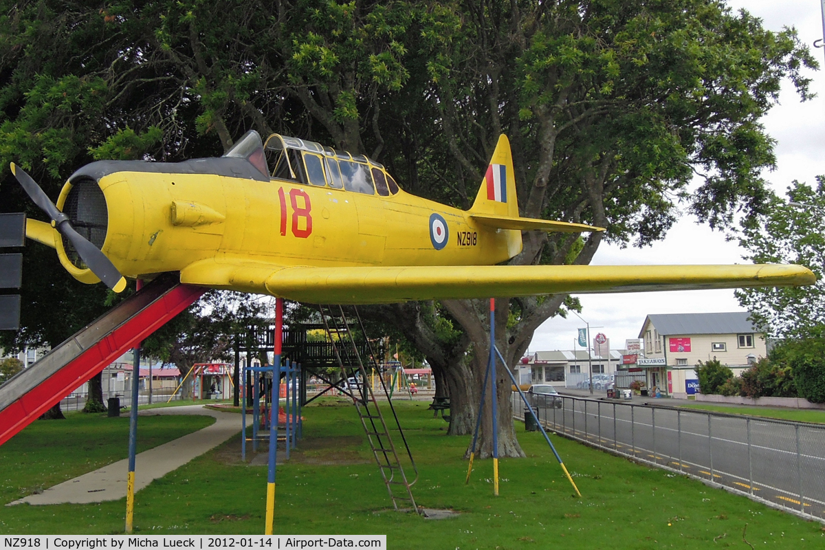 NZ918, North American AT-6 Harvard II C/N 66-2711, In Pahiatua