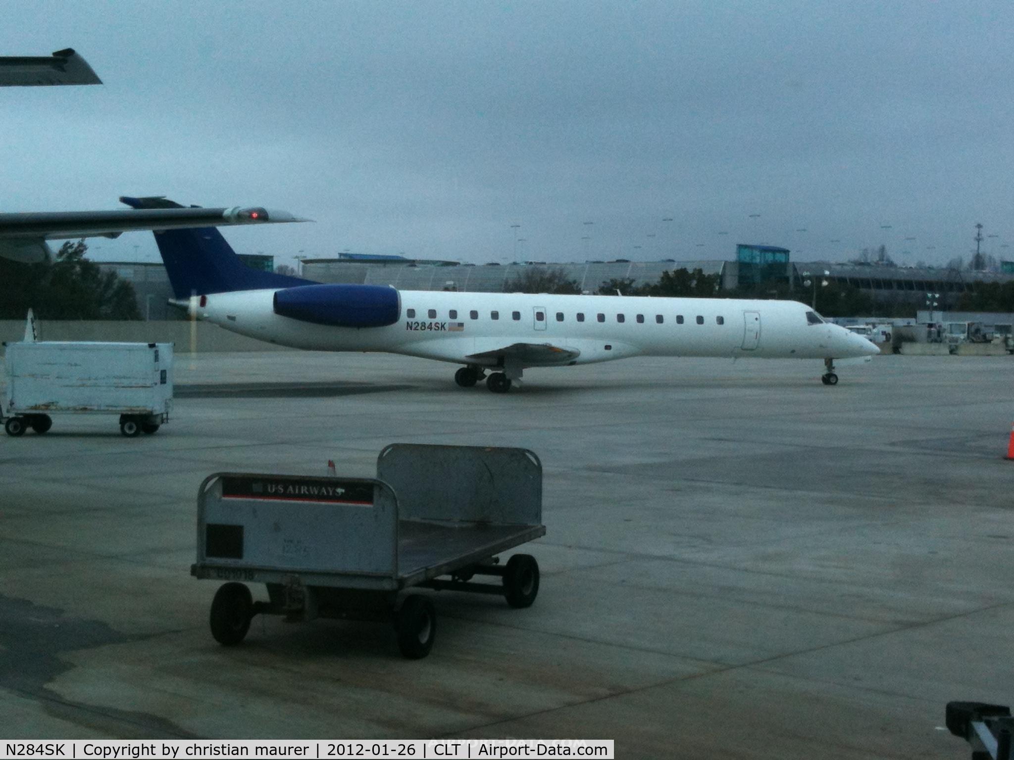 N284SK, 2001 Embraer EMB-145LR C/N 145427, taxing to the runway