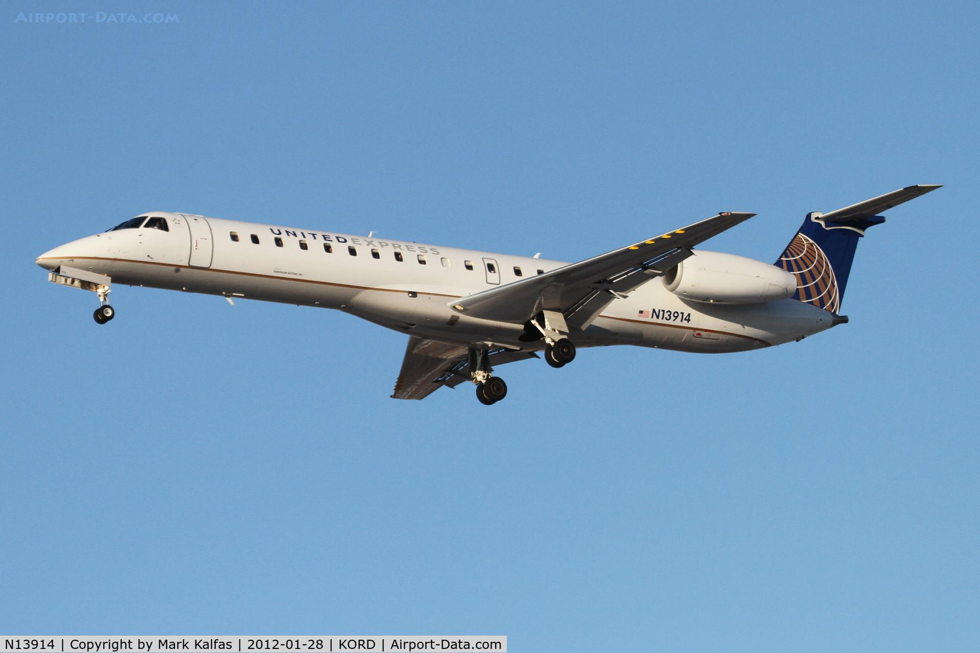N13914, 2001 Embraer EMB-145LR C/N 145430, ExpressJet/United Express Embraer EMB-145LR, ASQ851B arriving from Fargo - KFSD, RWY 28 approach KORD.