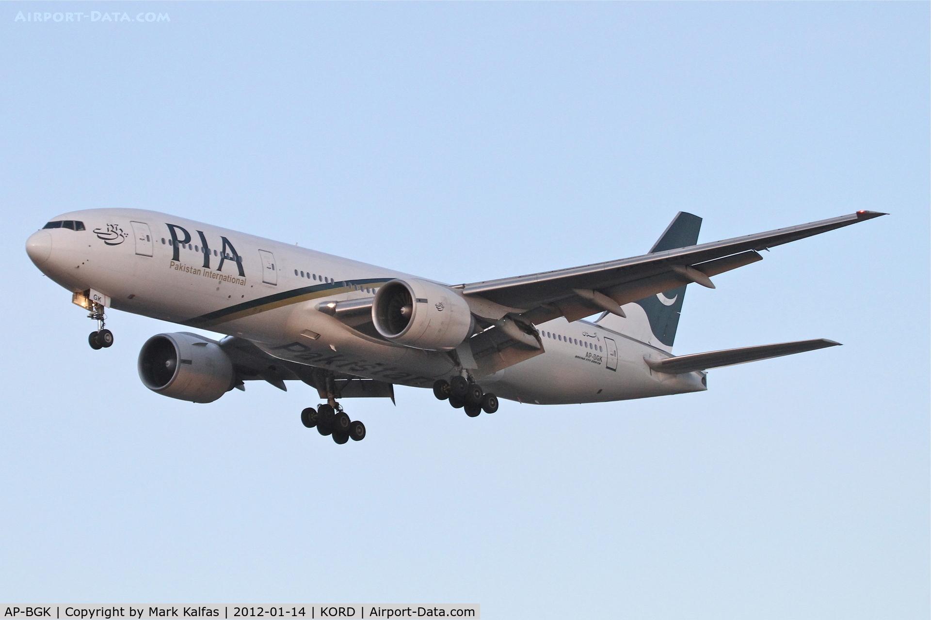 AP-BGK, 2004 Boeing 777-240/ER C/N 33776, PIA AP-BGK Boeing 777-240 on approach RWY 28 KORD.