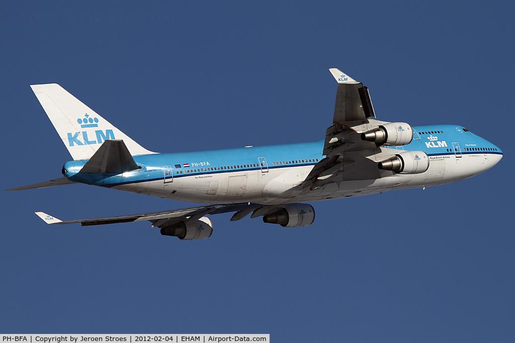PH-BFA, 1989 Boeing 747-406 C/N 23999, rwy 09 departure