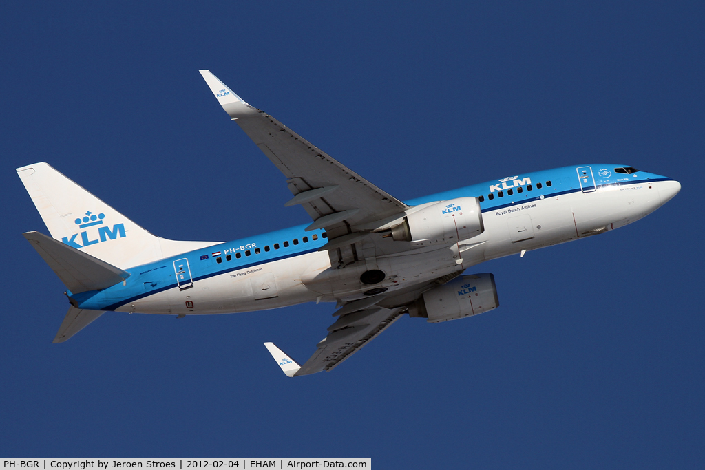 PH-BGR, 2011 Boeing 737-7K2 C/N 39446, see the pilot looking backwards. missing something?