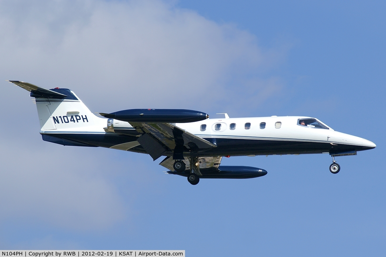 N104PH, Gates Learjet 35A C/N 300, On approach 12R