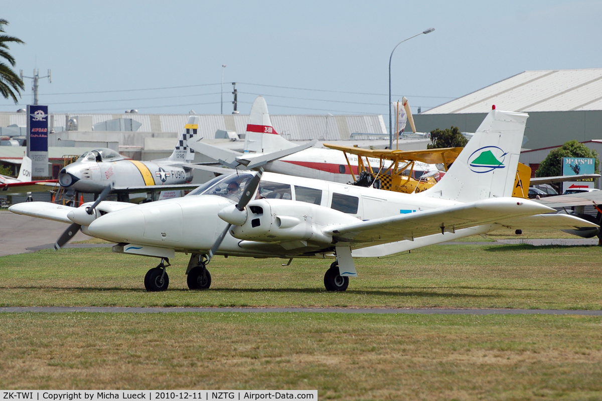 ZK-TWI, Piper PA-34-200 C/N 34-7250281, At Tauranga