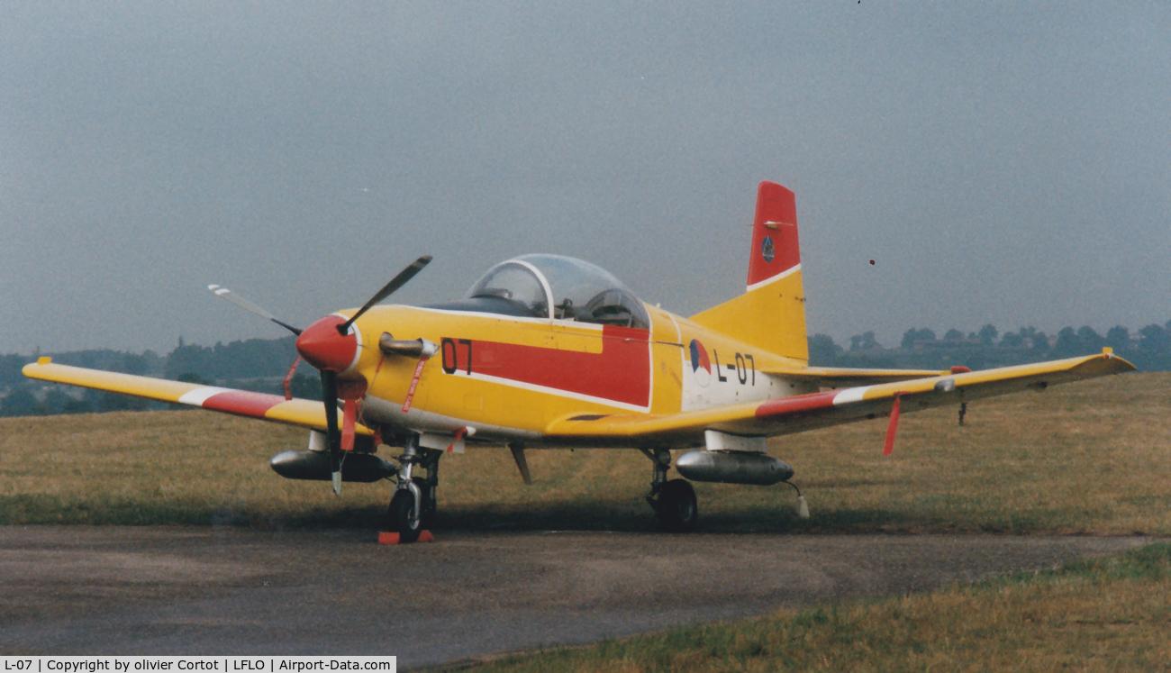 L-07, Pilatus PC-7 Turbo Trainer C/N 544, old paint scheme, Roannes 1996