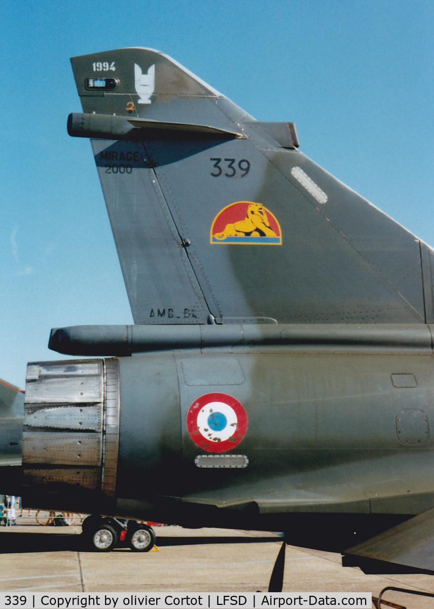 339, Dassault Mirage 2000N C/N 275, Tail close-up view : note the temporary marking on the top. This means this squadron is the 1994 comet cup. A competition between all the strategic units of the french air Force.