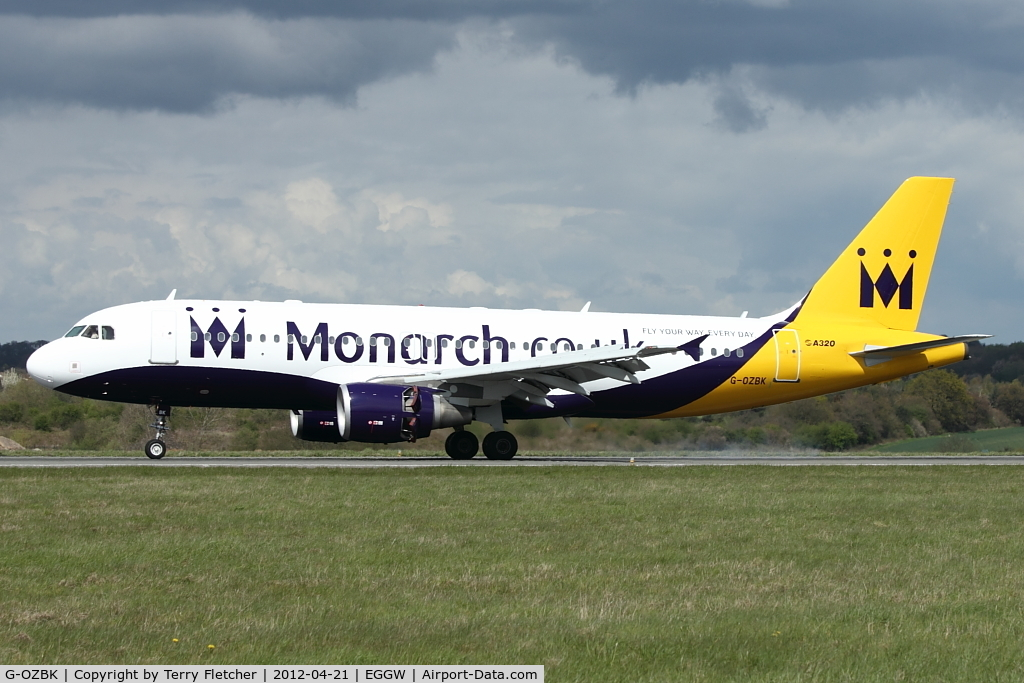 G-OZBK, 2000 Airbus A320-214 C/N 1370, 2000 Airbus A320-214, c/n: 1370 in revised Monarch colours