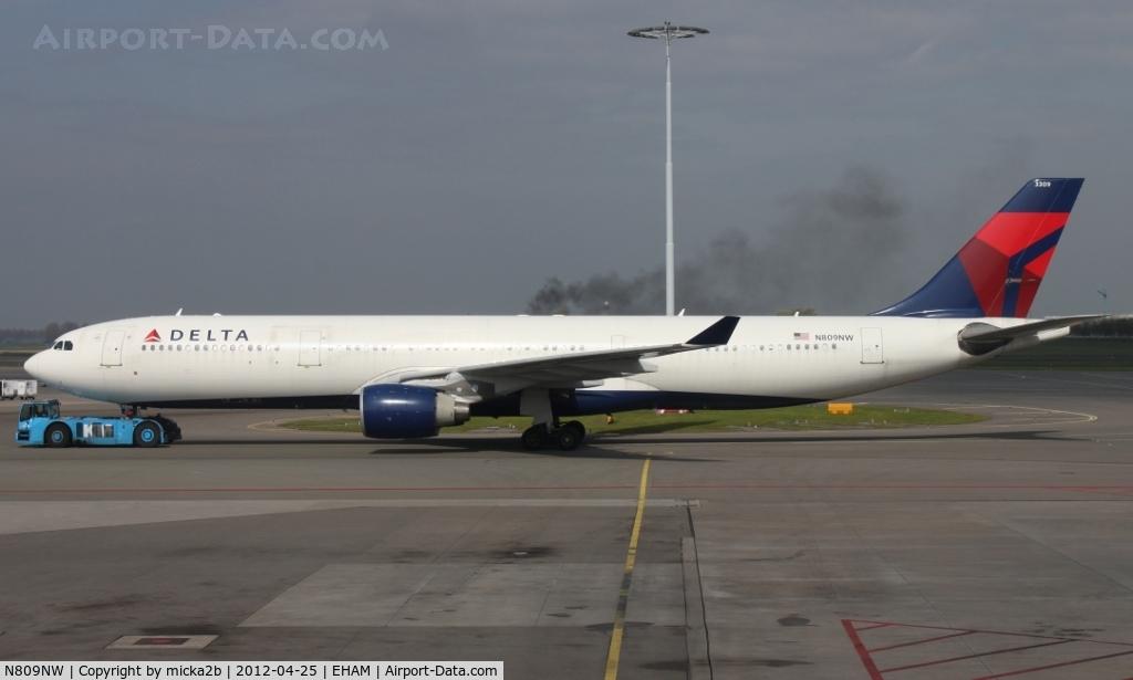 N809NW, 2005 Airbus A330-323 C/N 663, Taxiing