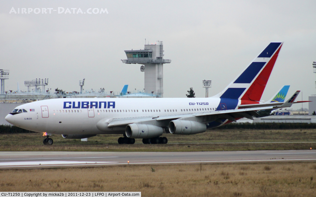 CU-T1250, 2005 Ilyushin IL-96-300 C/N 74393202015, Taxiing after landing