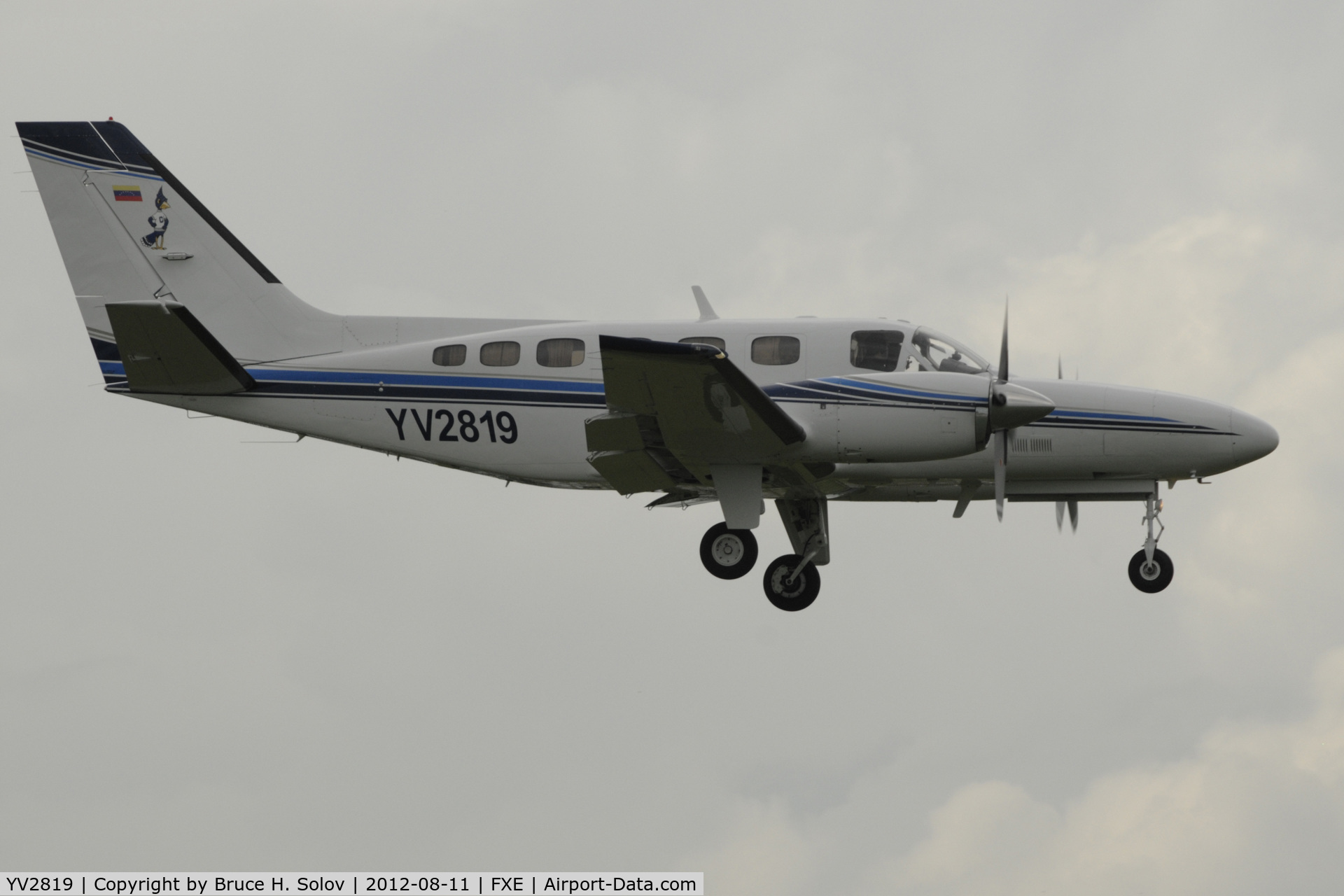 YV2819, Cessna 441 C/N 000000, on approach to Runway 8
