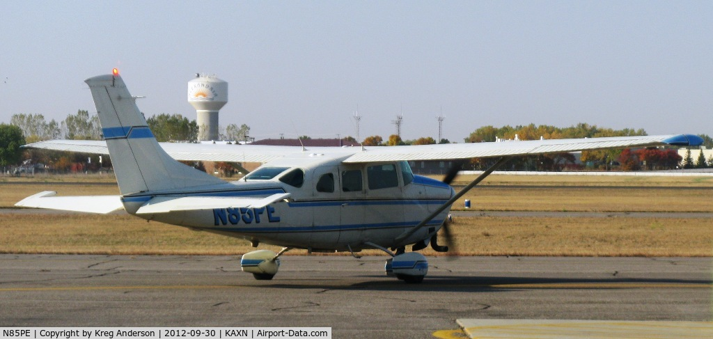 N85PE, 1975 Cessna TU206F Turbo Stationair C/N U20602774, Cessna TU206F Stationair on the ramp.