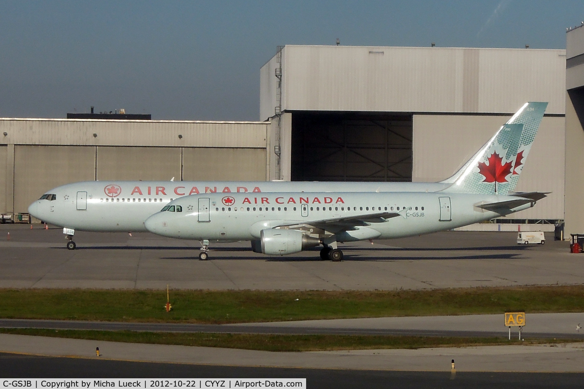 C-GSJB, 2002 Airbus A319-112 C/N 1673, At Pearson International