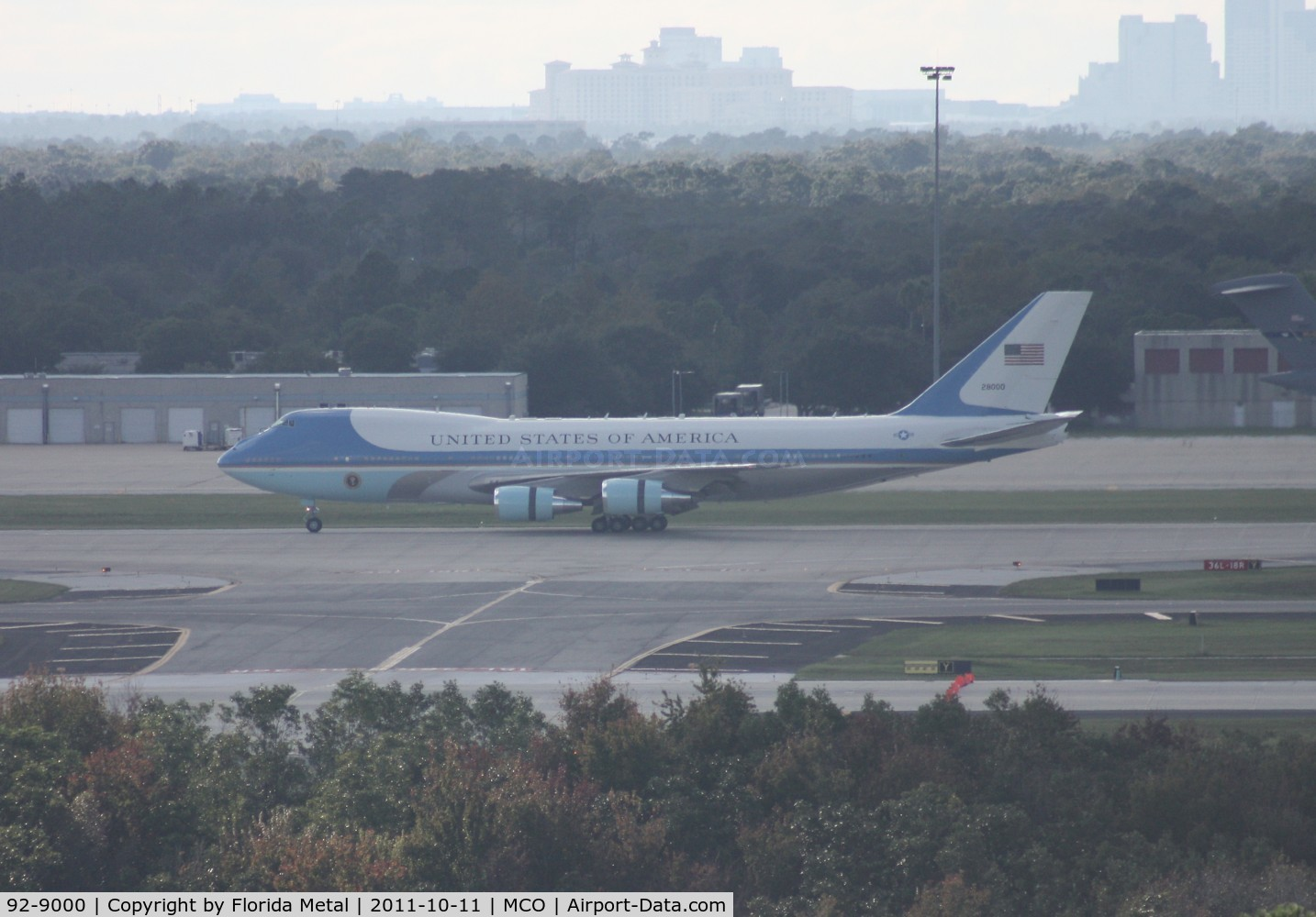 92-9000, 1987 Boeing VC-25A C/N 23825, Air Force One distant shot from roof top