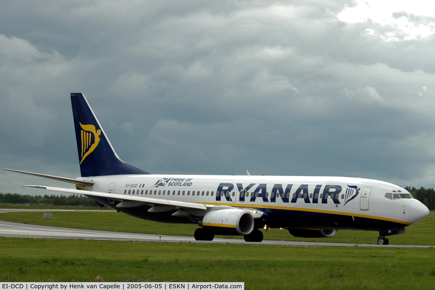 EI-DCD, 2004 Boeing 737-8AS C/N 33562, Ryanair Boeing 737-800 (without winglets) taxying at Nyköping Skavsta airport, Sweden.