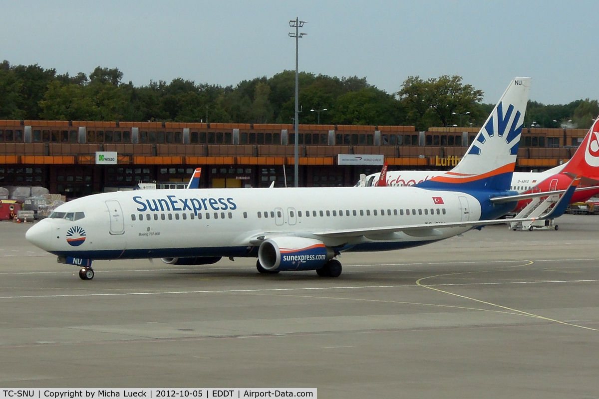 TC-SNU, 2010 Boeing 737-8HC C/N 40756, At Tegel
