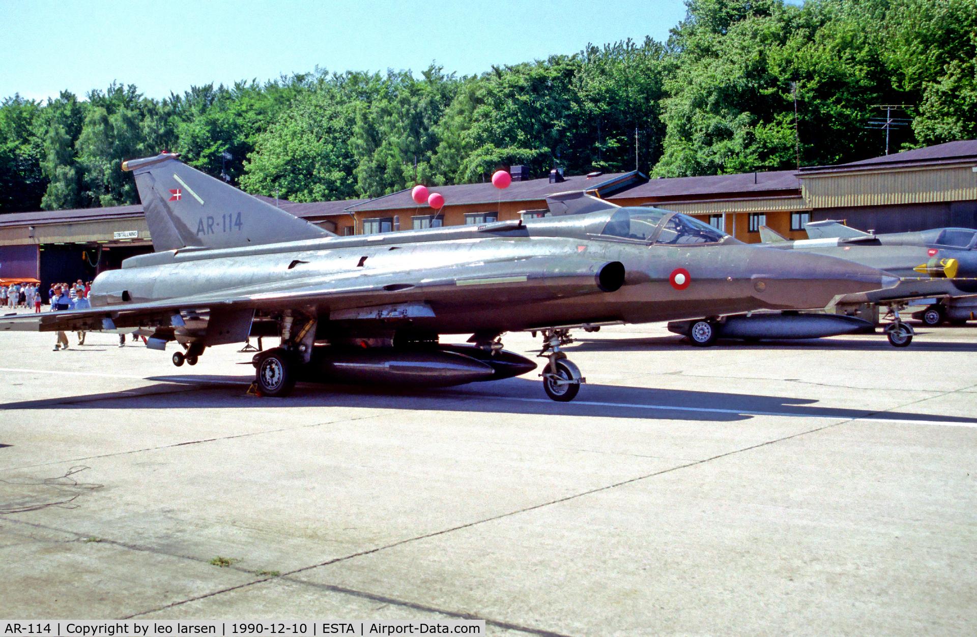 AR-114, Saab RF-35 Draken C/N 35-1114, Aengelholm Sweden 10.6.90