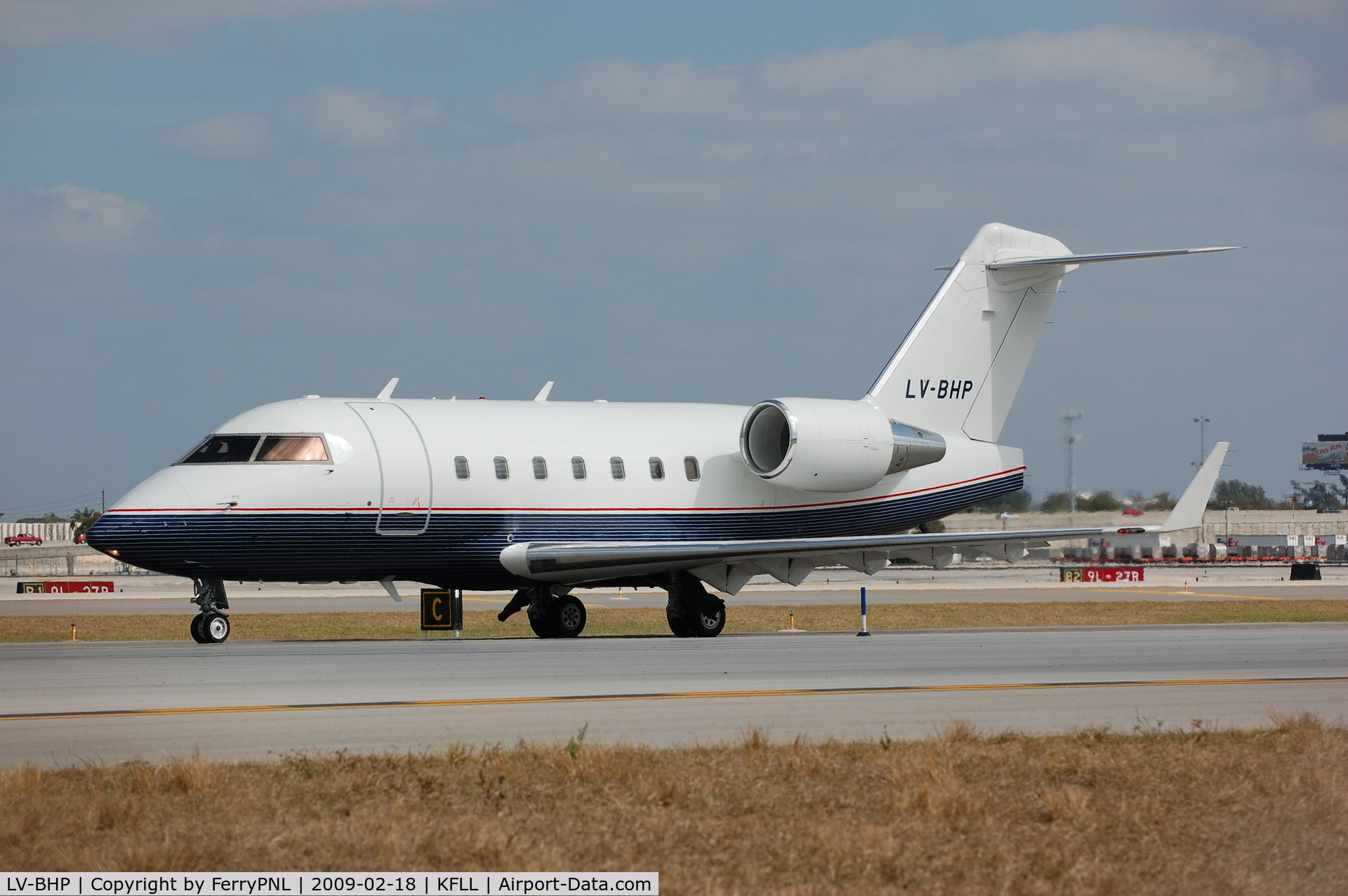 LV-BHP, 2001 Bombardier Challenger 604 (CL-600-2B16) C/N 5493, Challenger 604 from Argentina taxying for take-off from FLL.