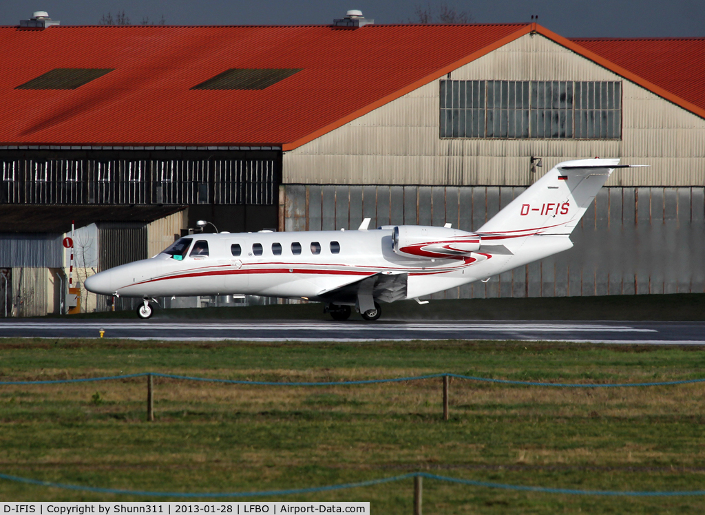 D-IFIS, 2007 Cessna 525A  Citation CJ2+ C/N 525A0340, Taking off from rwy 32R