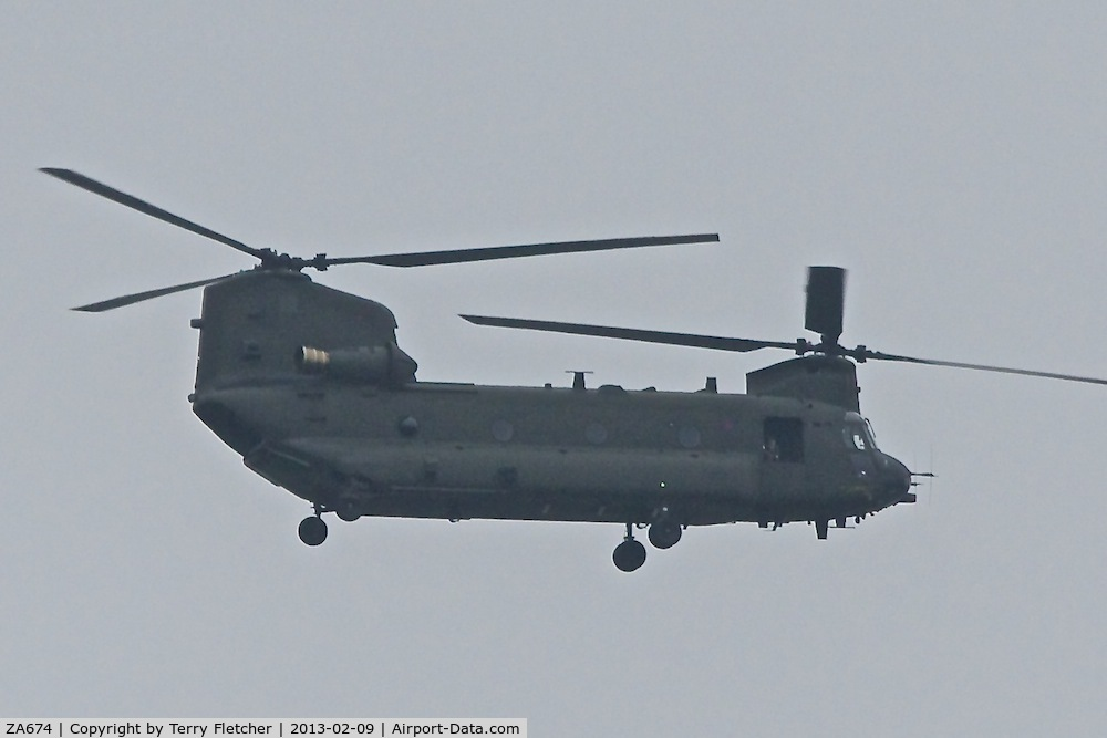 ZA674, Boeing Vertol Chinook HC.2 C/N M/A005/B-821/M7004, Boeing Vertol Chinook HC.2, c/n: M/A005/B-821/M7004 - low flight over Belper, Derbyshire en route East Midlands for refuel after emergency landing the previous day