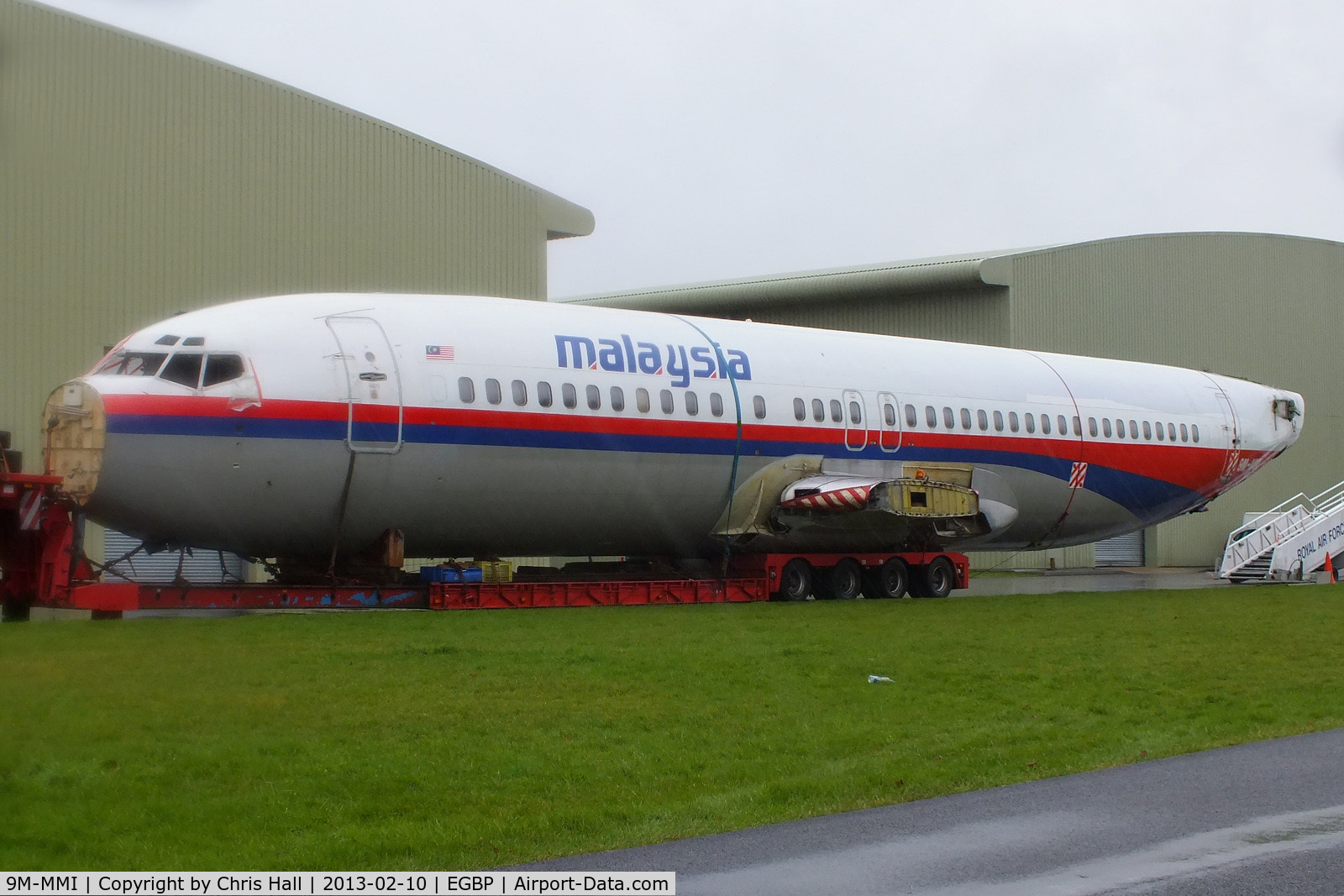 9M-MMI, 1992 Boeing 737-4H6 C/N 27096, ex Malaysia Airlines B737 fuselage on a lowloader at Kemble