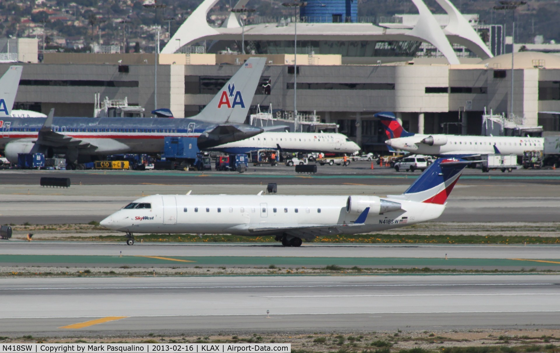N418SW, 2000 Bombardier CRJ-200LR (CL-600-2B19) C/N 7446, CL-600-2B19