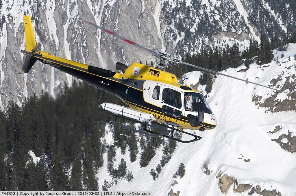 F-HJCG, Eurocopter AS-350B-3 Ecureuil C/N 4950, take off from Courchevel altiport