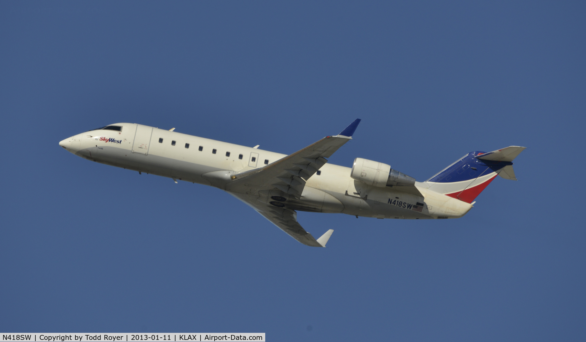 N418SW, 2000 Bombardier CRJ-200LR (CL-600-2B19) C/N 7446, Departing LAX