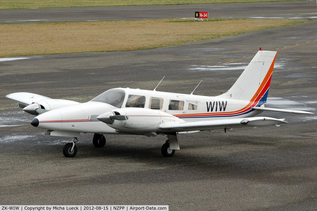 ZK-WIW, Piper PA-34-220T Seneca C/N 34-48017, The small airport at Paraparaumu