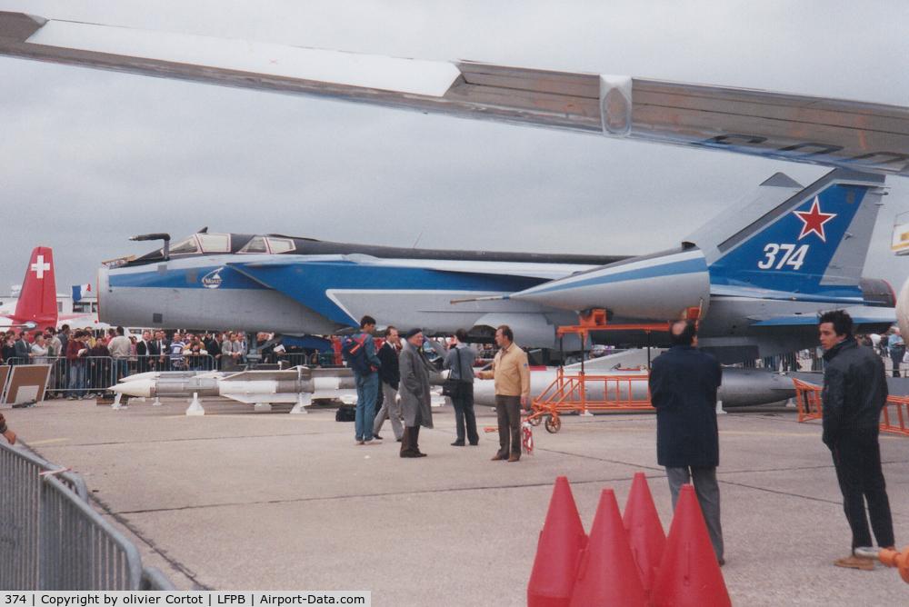 374, Mikoyan-Gurevich MiG-31 C/N N6970012149696, Paris airshow 1991