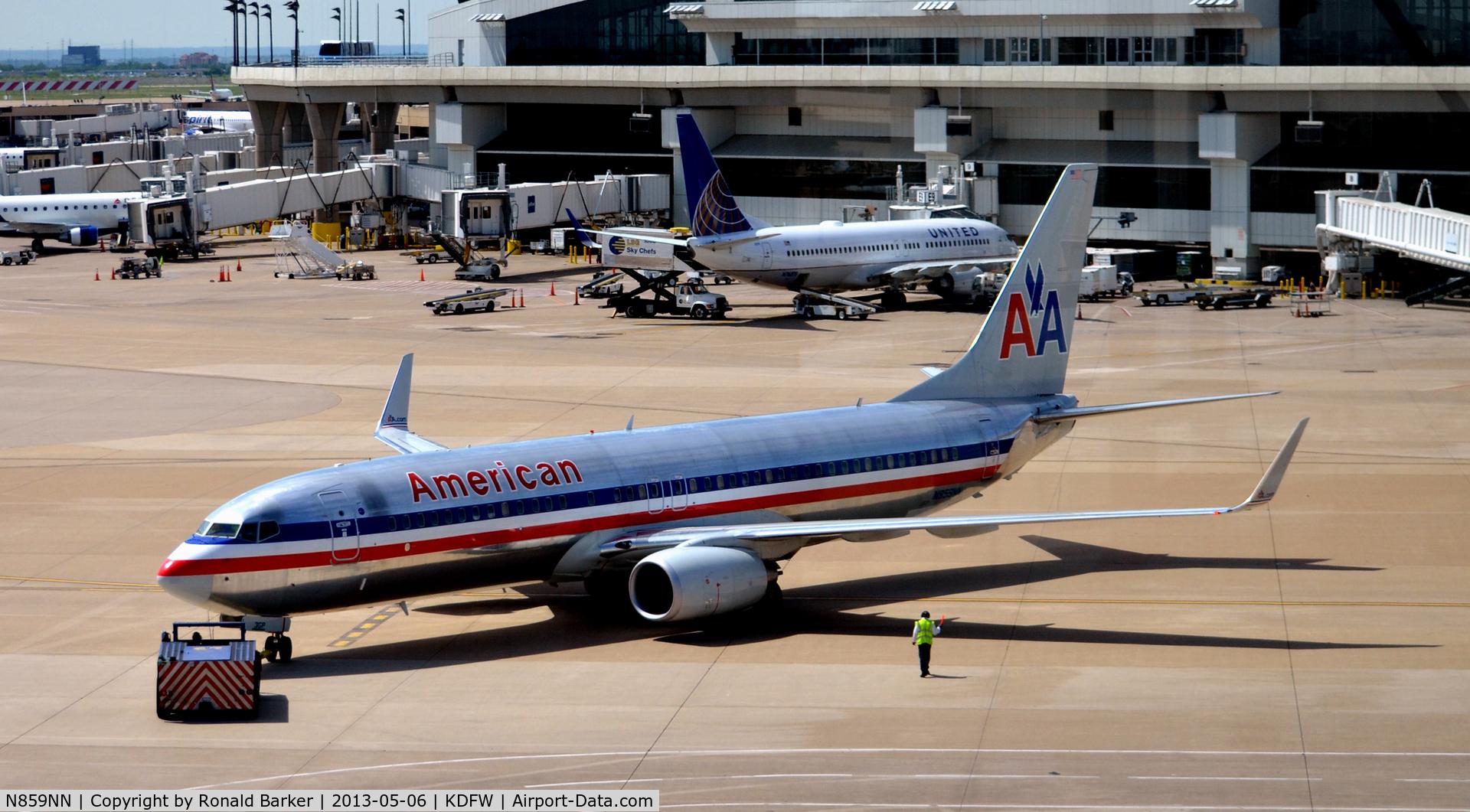N859NN, Boeing 737-823 C/N 29555, Taxi DFW