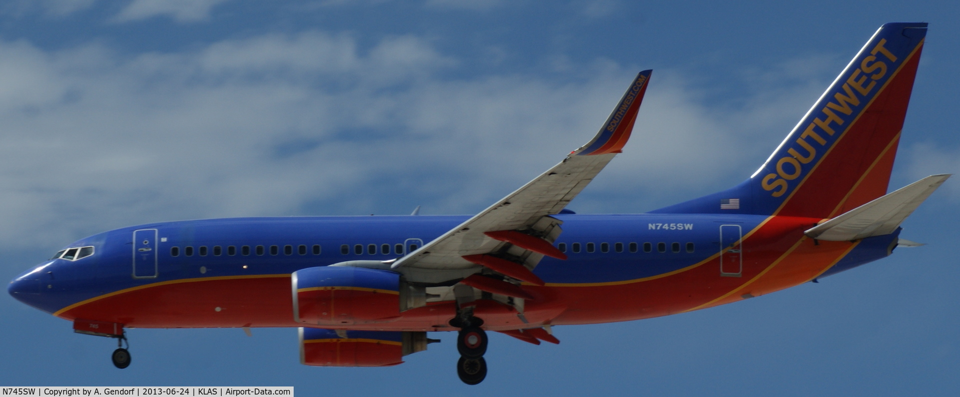 N745SW, 1999 Boeing 737-7H4 C/N 29491, Southwest Airlines, shortly before arriving at Las Vegas Int´l(KLAS)