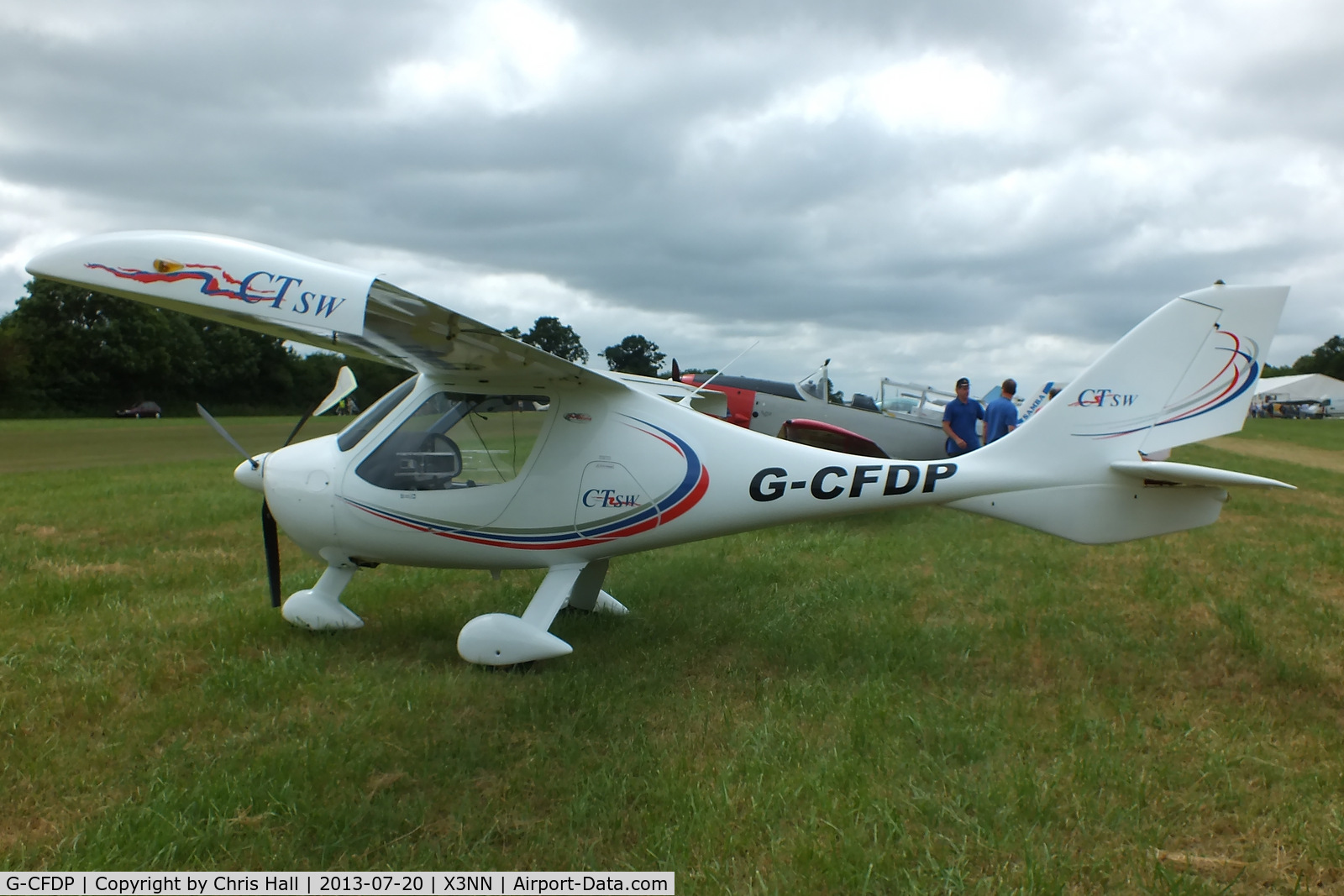 G-CFDP, 2008 Flight Design CTSW C/N 8367, at the Stoke Golding stakeout 2013