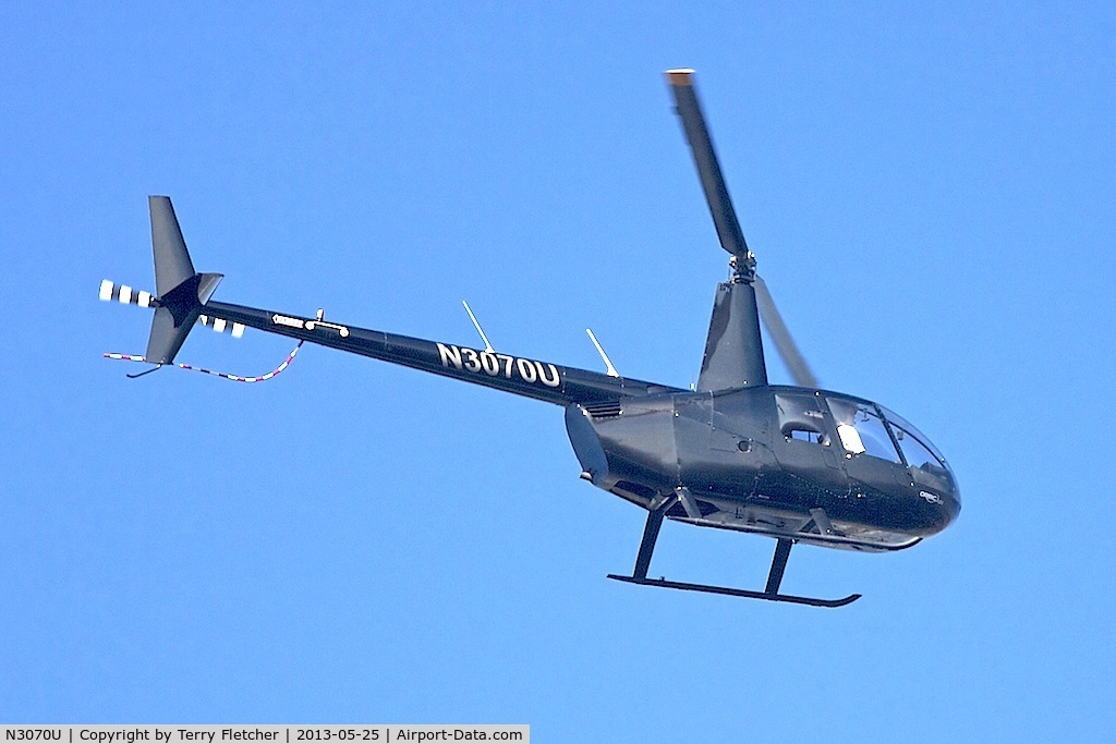 N3070U, 2007 Robinson R44 II C/N 11968, Down the shoreline at Venice Beach Ca