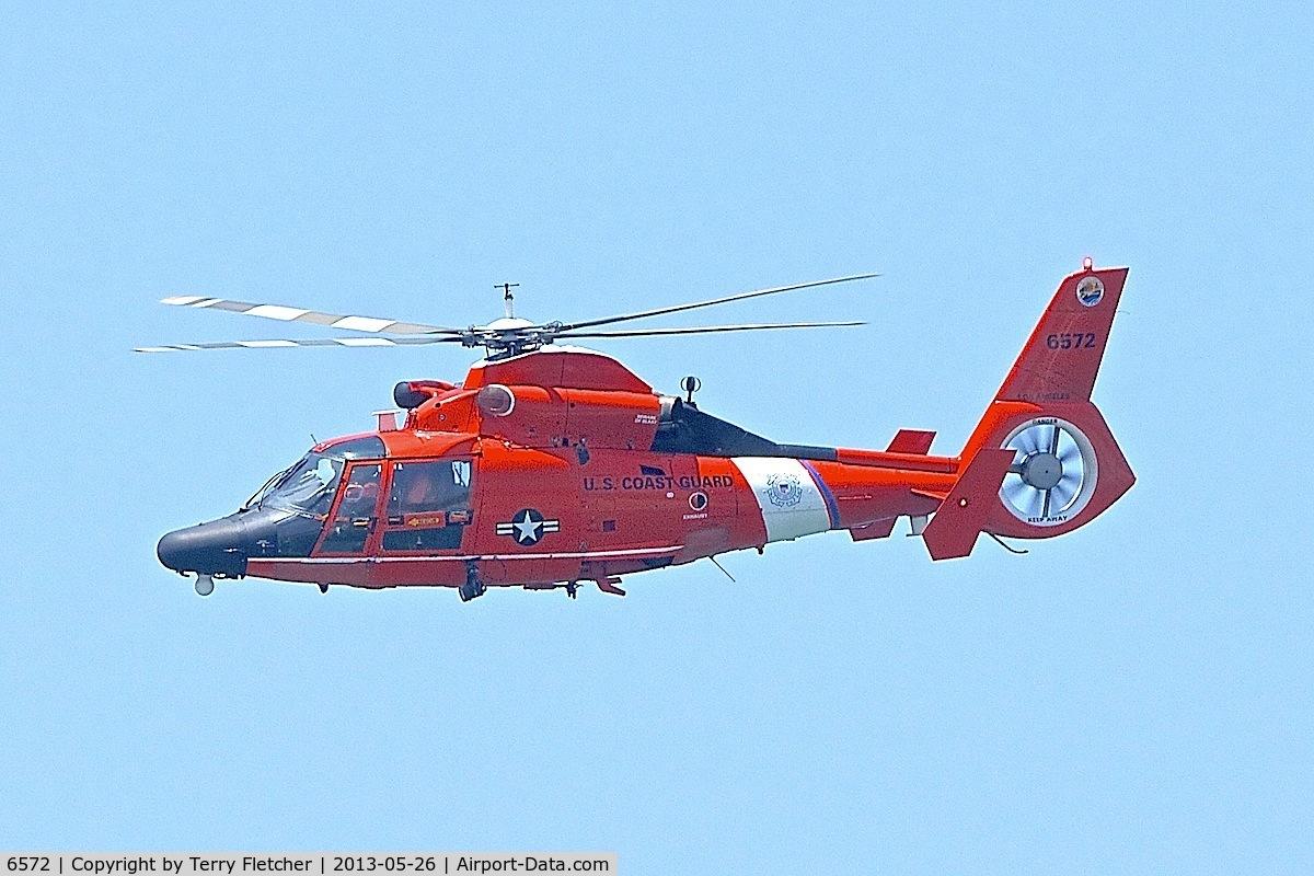 6572, Aerospatiale HH-65C Dolphin C/N 6267, Down the shoreline at Venice Beach CA