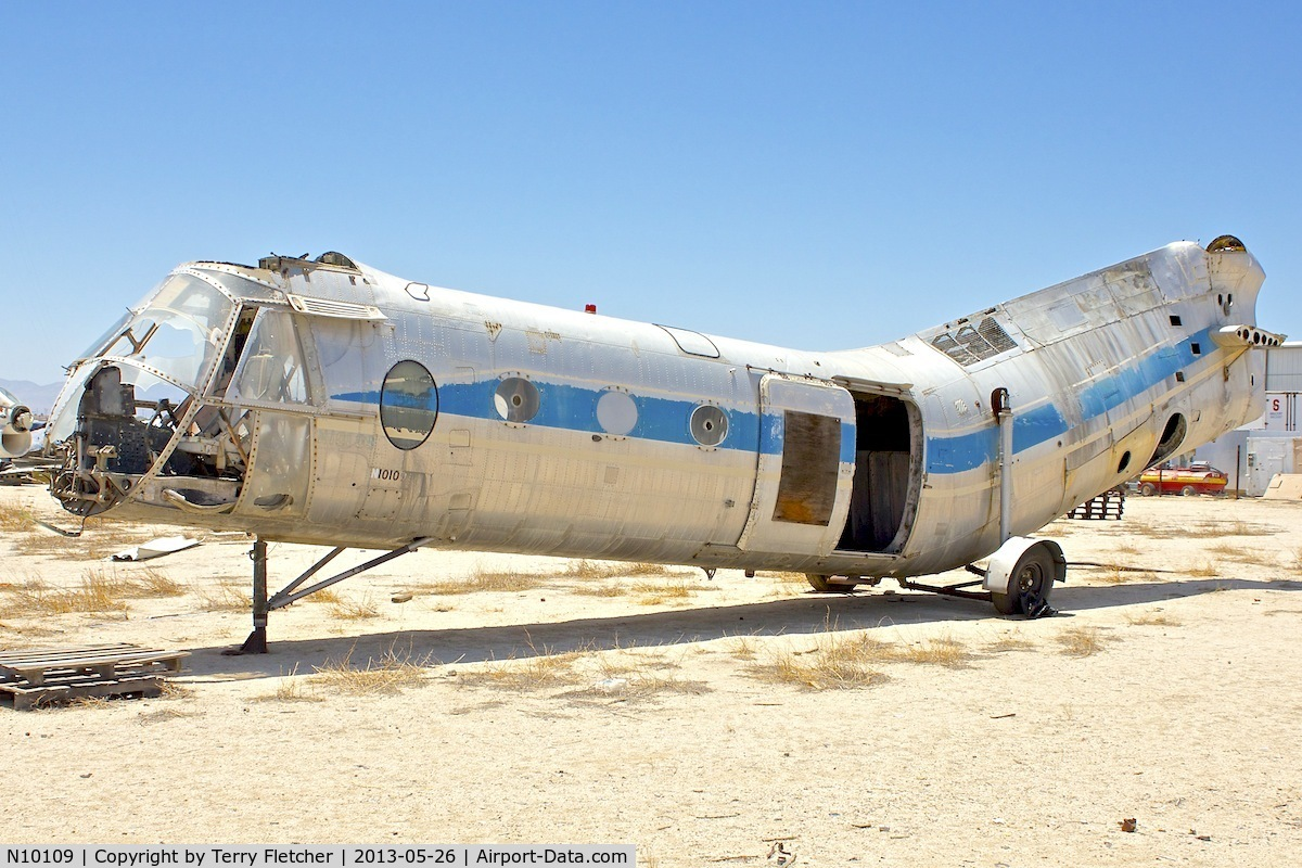 N10109, 1953 Vertol (Piasecki) 42A (H-21B) C/N B.77, In a scrapyard in Rosamond , California