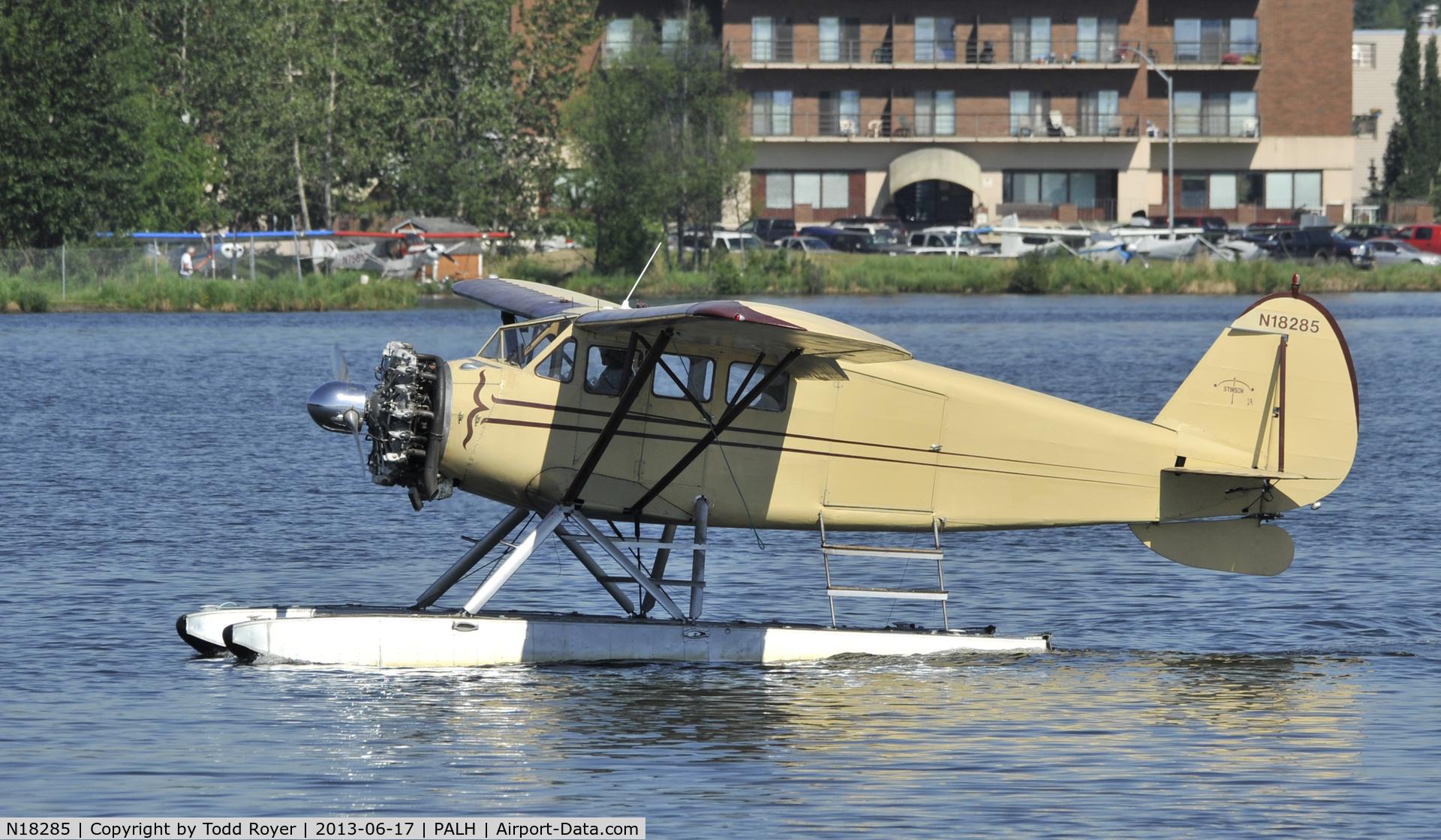 N18285, 1933 Stinson JR. SR C/N 8776, Taxiing on Lake Hood