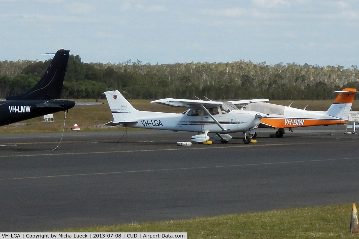 VH-LGA, 1998 Cessna 172R Skyhawk C/N 17280364, At Caloundra