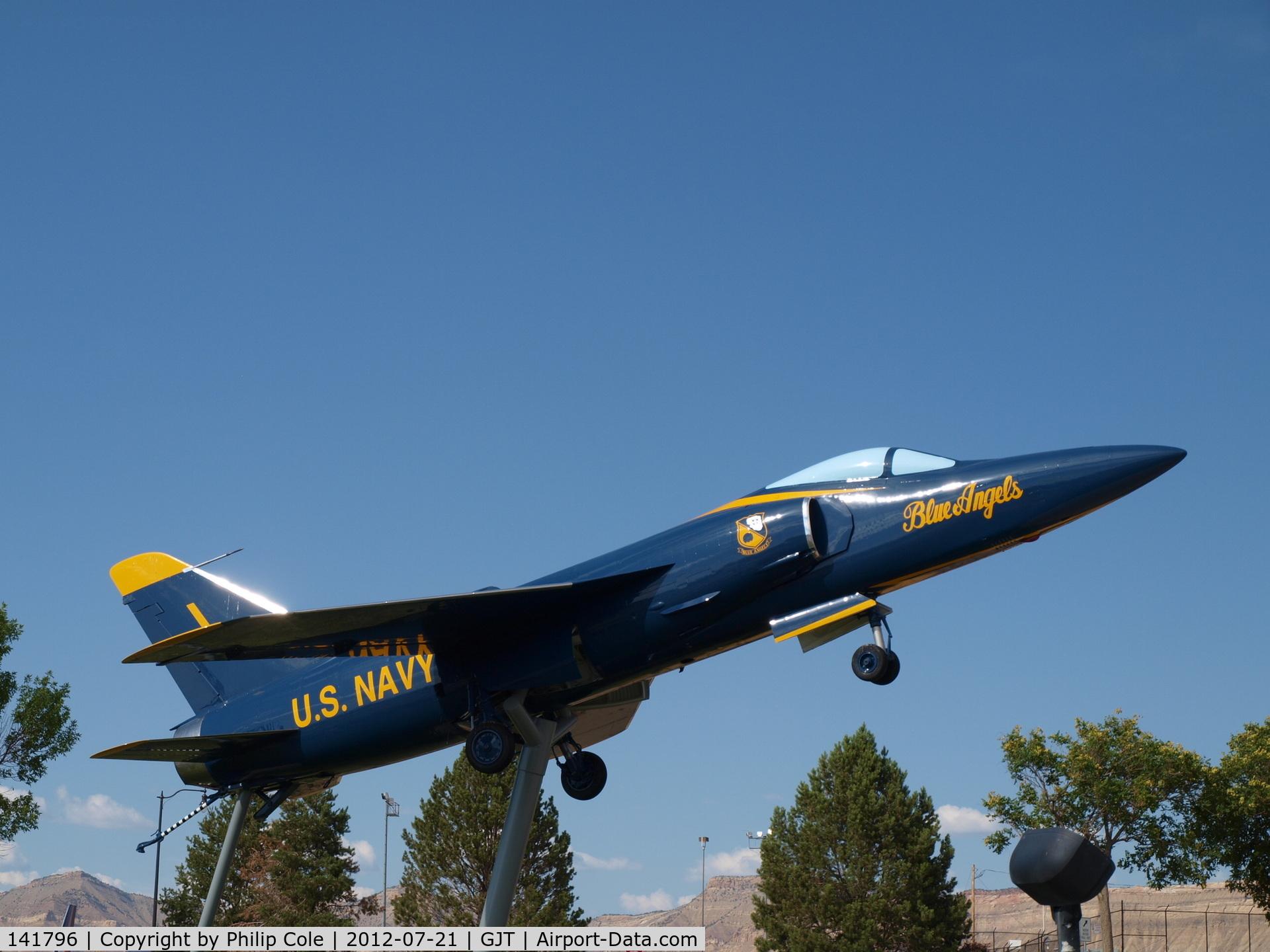 141796, Grumman F-11A Tiger C/N 113, Gate Guard