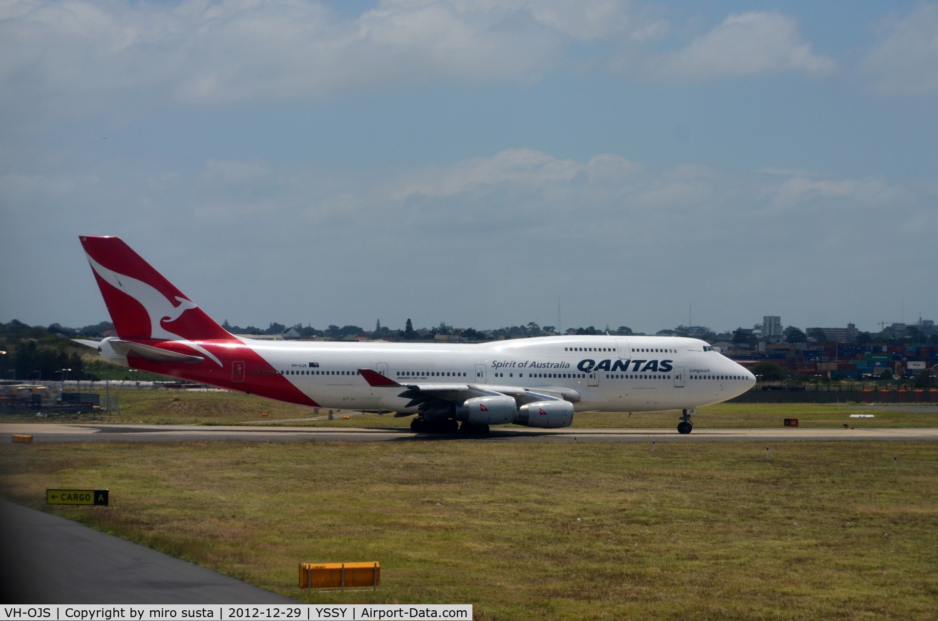 VH-OJS, 1999 Boeing 747-438 C/N 25564, Qantas  International Boeing 747-400 at Sydney Kingsford Smith International airport.