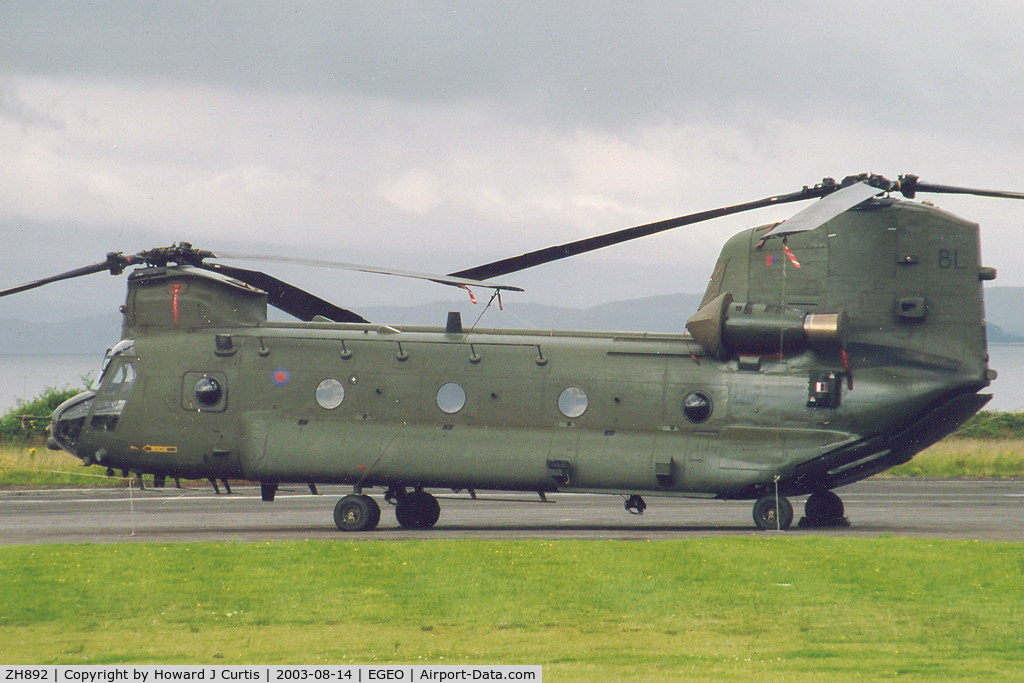 ZH892, Boeing Vertol Chinook HC.2A C/N M4455, BL/18 Squadron, RAF. Scan of a photo.