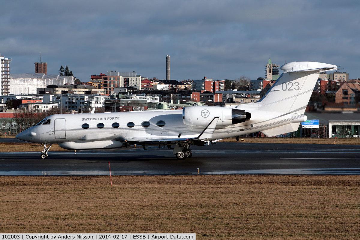 102003, 1993 Gulfstream S.102B Korpen C/N 1216, Departing runway 30.