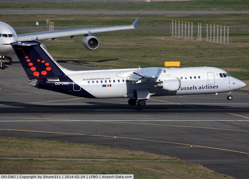 OO-DWJ, 1999 British Aerospace Avro 146-RJ100 C/N E3355, Landing rwy 14R