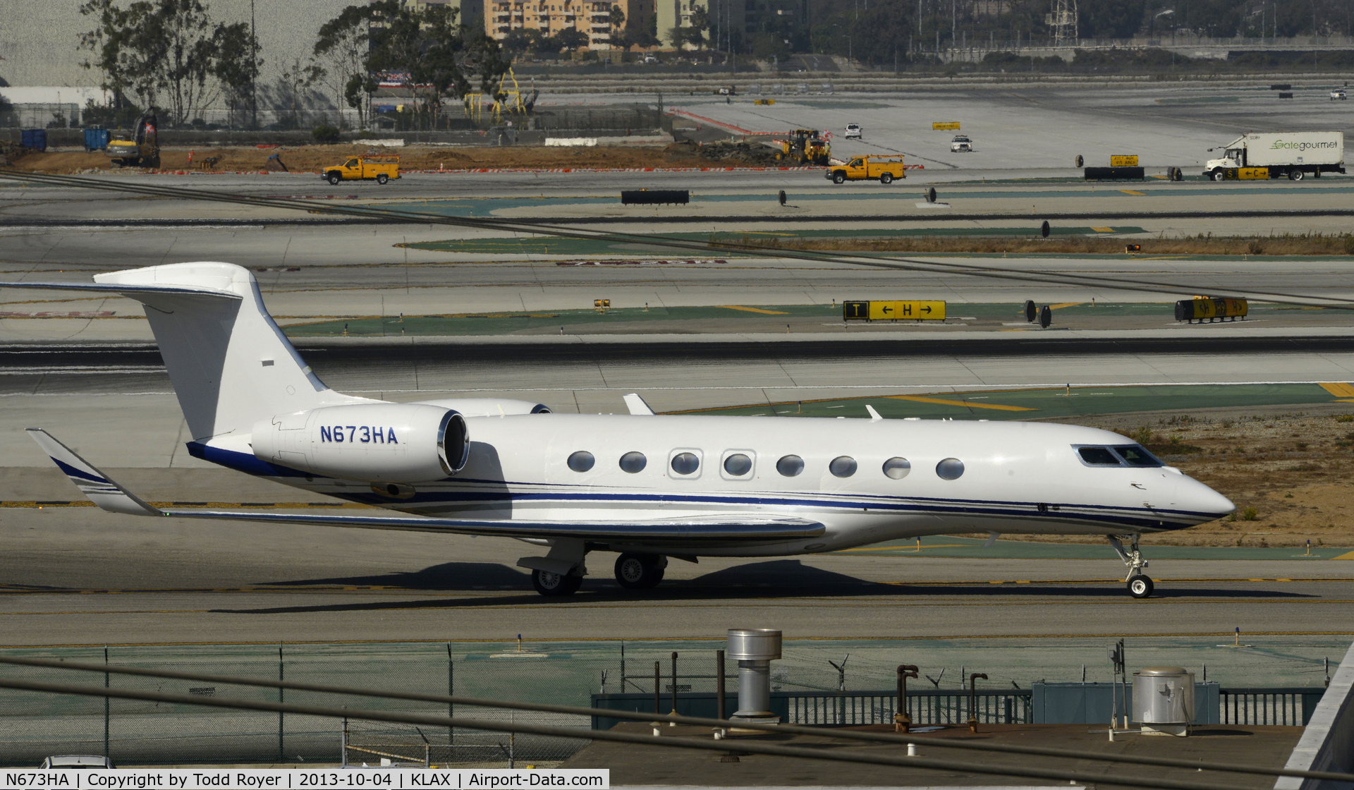 N673HA, 2013 Gulfstream Aerospace G650 (G-VI) C/N 6018, Taxiing to parking at LAX