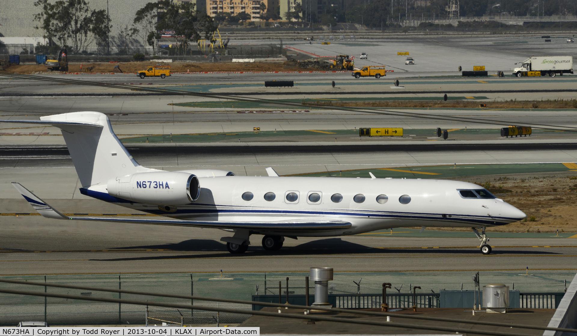 N673HA, 2013 Gulfstream Aerospace G650 (G-VI) C/N 6018, Taxiing to parking at LAX