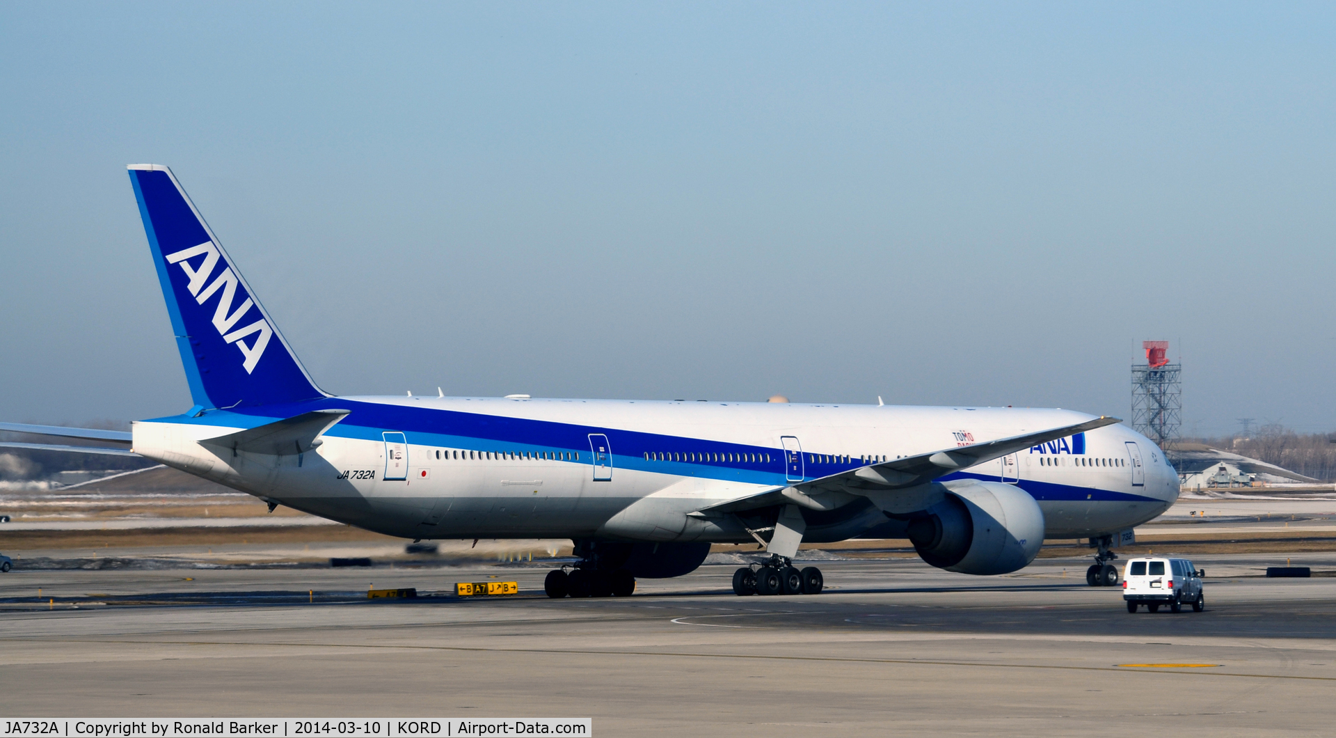 JA732A, 2005 Boeing 777-381/ER C/N 27038, Taxi Chicago