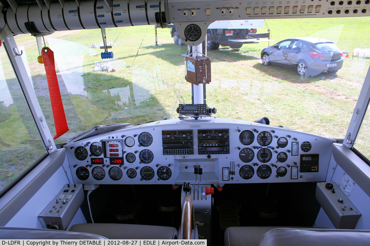 D-LDFR, Luftschiff WDL-1B C/N 107, Control panel of blimp WDL 1b