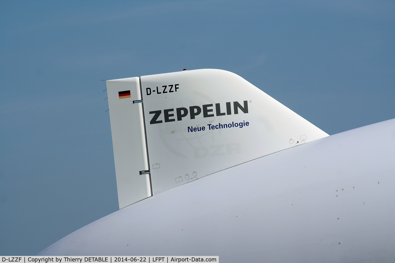 D-LZZF, 1998 Zeppelin LZ-N07 C/N 3, AIRSHIP PARIS 2014 Fly over the North of Paris Tail of D-LZZF