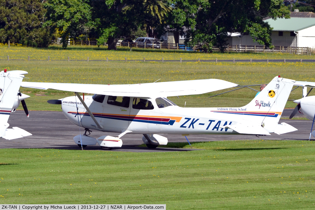 ZK-TAN, Cessna 172R Skyhawk C/N 17281089, At Ardmore