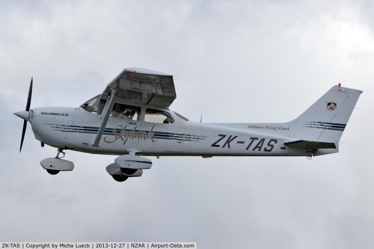 ZK-TAS, Cessna 172R Skyhawk C/N 17280630, At Ardmore